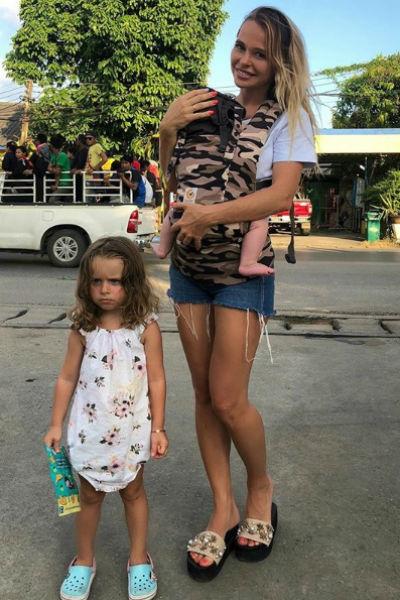 Актриса с дочерьми Арианной и Марией