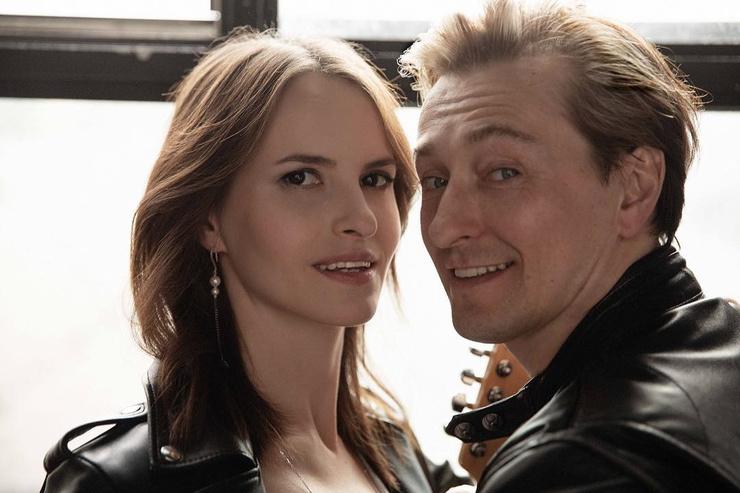 Несколько недель назад Сергей признался, что вновь станет отцом. Его супруга Анна Матисон в скором времени подарит ему еще одного ребенка