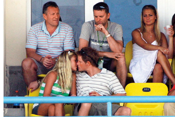 Говорят, что Гарри все еще надеется вернуть Челси Дэви. Пара на матче по крикету, апрель 2007 года