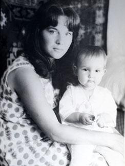 Лера Кудрявцева в детстве с мамой