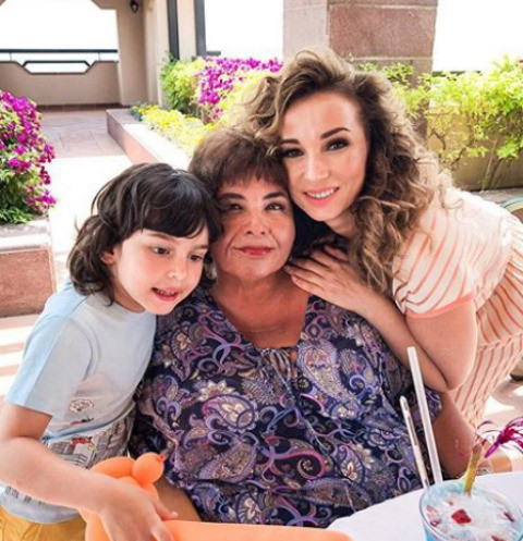 Анфиса Чехова с мамой Натальей и сыном Соломоном