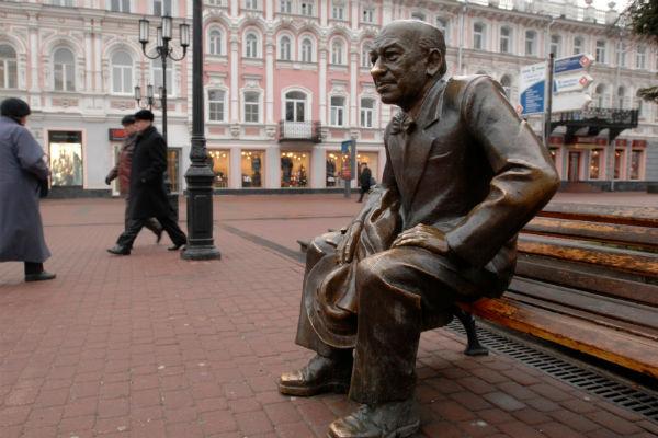 Памятник Евстигнееву в Нижнем Новгороде