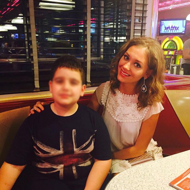 Кристина Асмус со своим юным поклонником