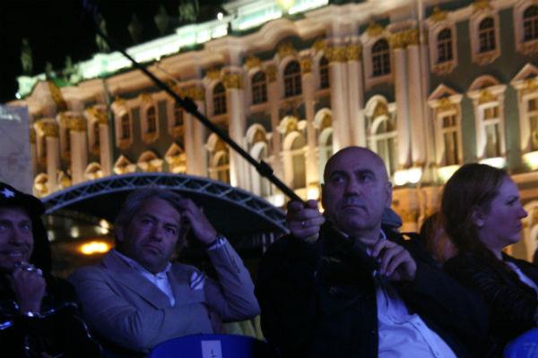 Иосиф Пригожин снимал выступление Валерии на телефон