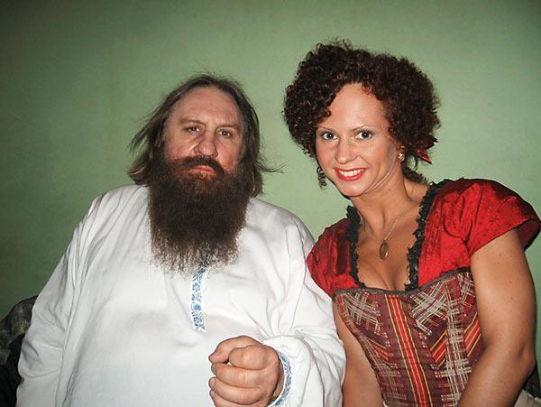 Яна Точилова на съемках фильма и на сцене в эротическом шоу
