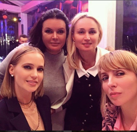 Наташа Ионова и Светлана Бондарчук на светском мероприятии