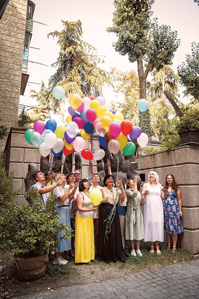 В Тбилиси у Музея современного искусства Зураба Церетели мы устроили салют – яркий и безопасный