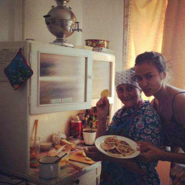 Ирина Шейк с бабушкой