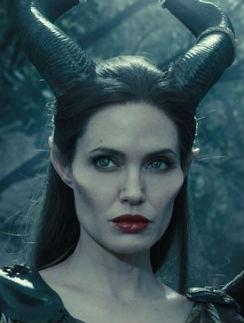 Джоли в роли злой волшебницы Малефисенты