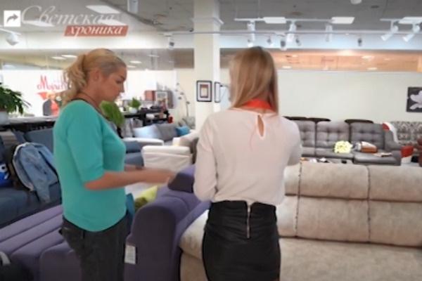 Анастасия Волочкова сама выбирает мебель в квартиру отца
