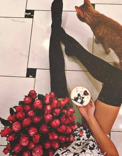 Нелли Ермолаева утверждает, что цветы преподнес ее муж во время болезни девушки