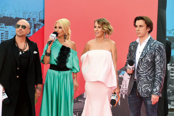 В этом году Кудрявцева не стояла с коллегами на сцене, а смотрела Премию по телевизору