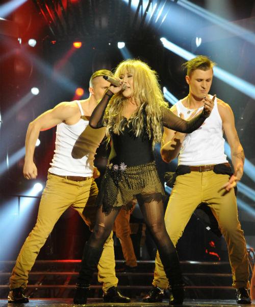 Анита исполнила песню Шакиры Objection