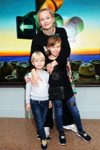 Актриса воспитывает дочерей от Алексея Учителя