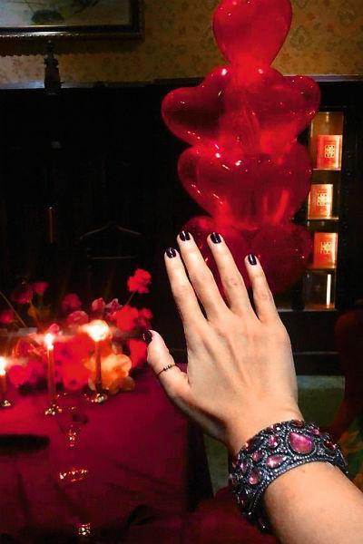 В День всех влюбленных Собчак выложила в Сеть фотографию без обручального кольца