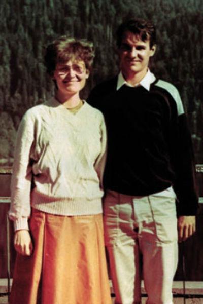 С мужем Игорем Елена познакомилась на работе. Свадьбу сыграли в 1990 году