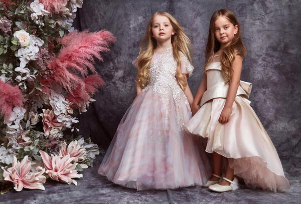Амели Ревва и Лиза Галкина в роскошных платьях маленьких принцесс
