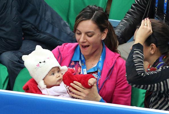 С малышом на руках спортсменка была очень органична