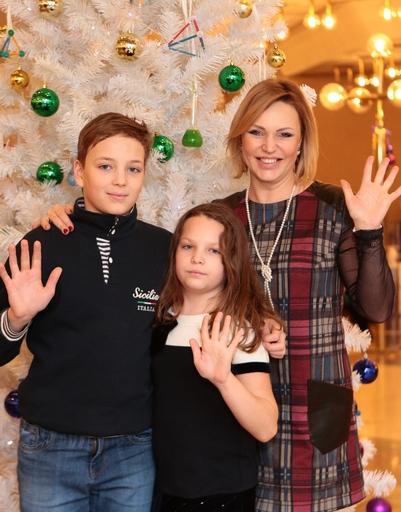 Алла Довлатова с детьми