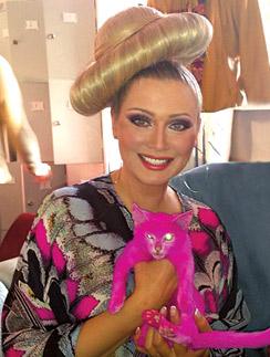 Лена Ленина и ее розовый друг
