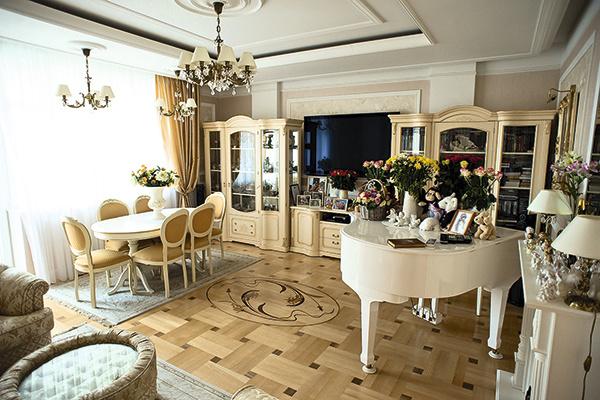 Всю мебель артистка покупала в России