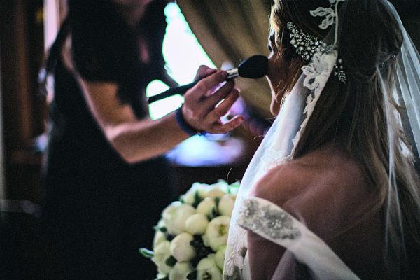 Визажист Бородиной помог собраться на свадьбу ей и ее подругам