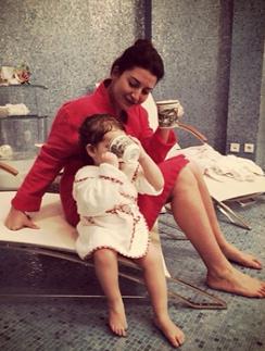 Жасмин с дочкой любят почаевничать