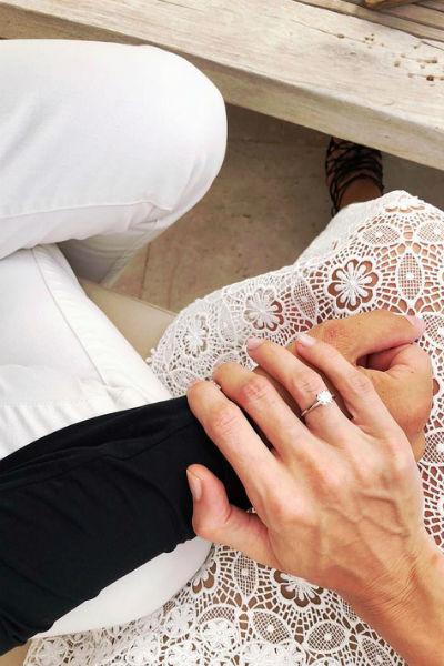 Степан подарил возлюбленной кольцо
