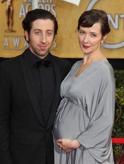 Саймон Хелберг с беременной женой Джоселин в январе этого года