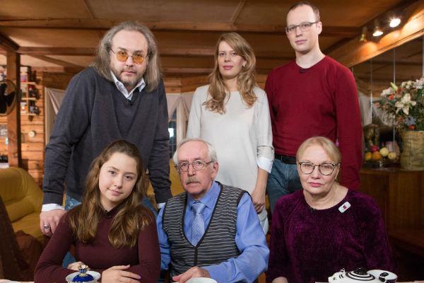 Борис Ливанов и его родители