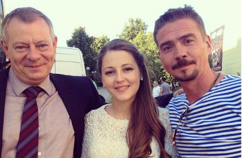 Анна Михайловская с коллегами по съемкам