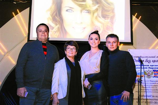 Семья певицы дала добро на проведение благотворительных мероприятий в ее память. Все вместе 22 ноября