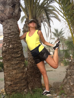 «В Испании я у каждой пальмы делала упражнение на растяжку!» - сообщила Алена Апина.