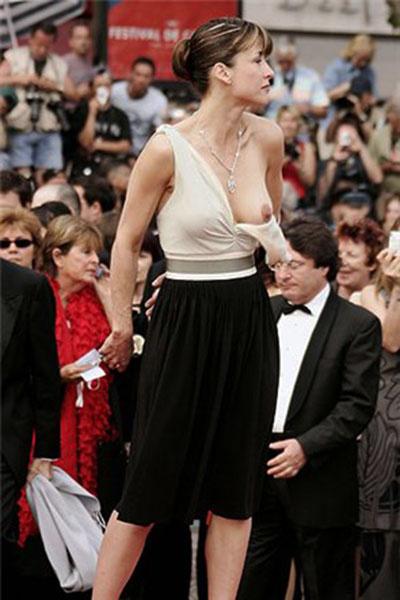 Софи Марсо неслучайно обнажила грудь на ковровой дорожке
