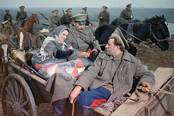 После успеха фильма «Тихий Дон» казаки предлагали Быстрицкой зваться Аксиньей Донской