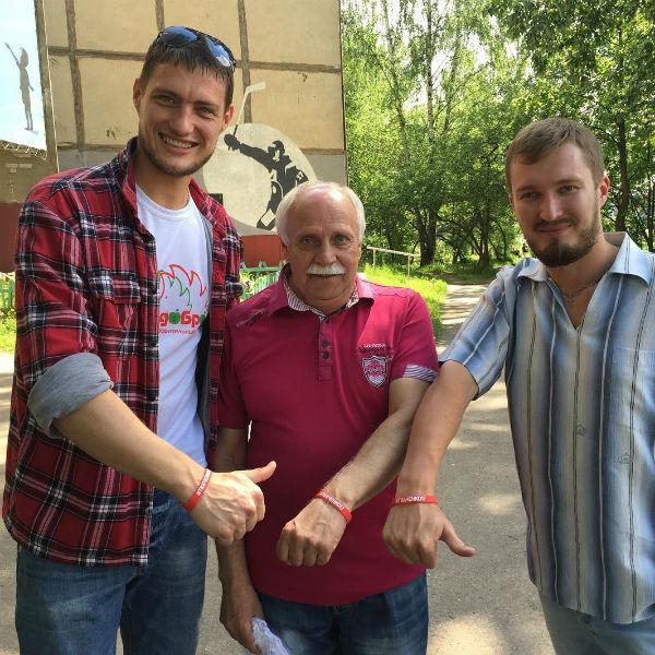 Фонд Задойнова помогает отцу Ивана Ткаченко строить школу для юных хоккеистов