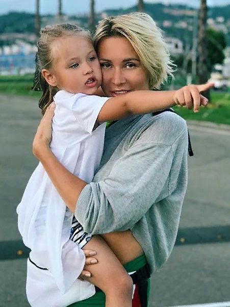 Элина Камирен с дочерью Александрой