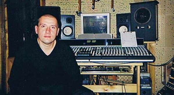Антон Казимир работает над пластинкой