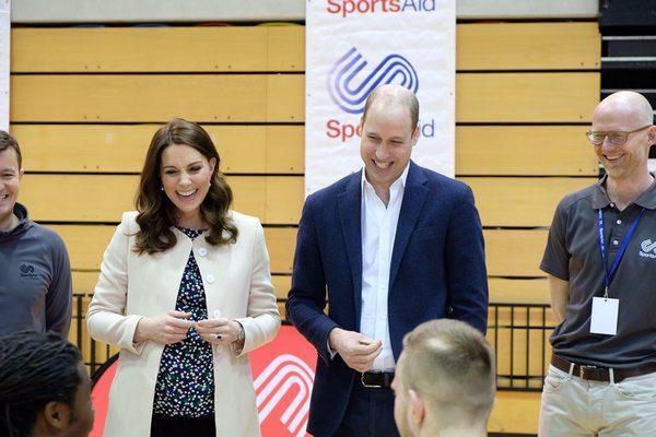 Кейт и Уильям с баскетболистами