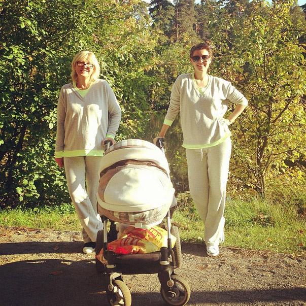 Мария Кожевникова на прогулке с мамой Маргаритой и сыном Ваней