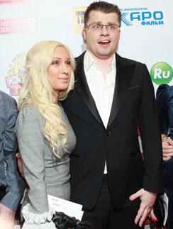 Гарика Харламова до сих пор не развели с женой