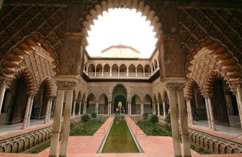 Дворец «Севи́льский Алькасар»