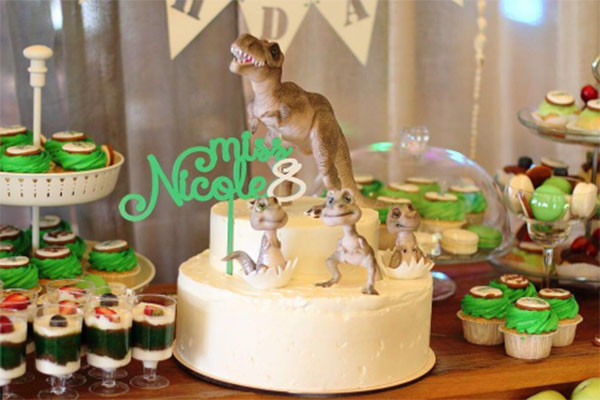 Именинный торт и сладости эпохи динозавров