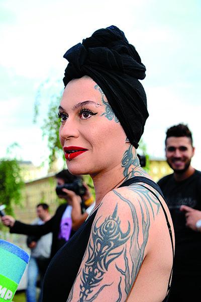 На теле Наргиз есть татуировка, которую она себе сделала сама