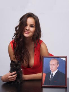 Специально для «СтарХита» Алиса Харчева сфотографировалась с президетским подарком