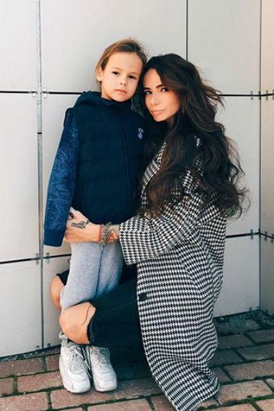 Айза с сыном Сэмом