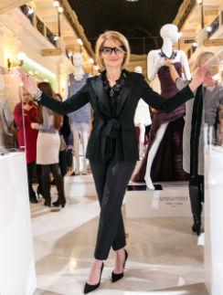 Эвелина Хромченко на открытии выставки