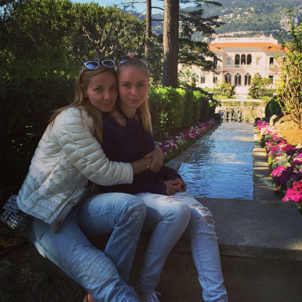 От первого брака с Александром Жулиным у Навки растет 15-летняя дочь Александра