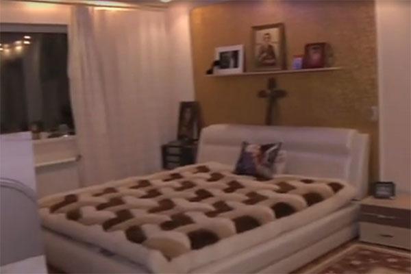 В программе показали комнату, где прошли последние дни Жанны Фриске