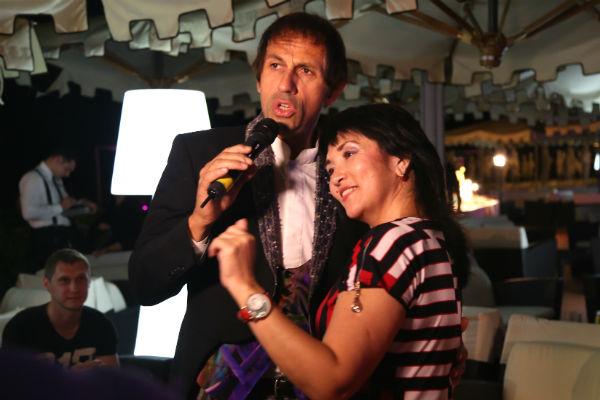 Двойник Адриано Челентано покорил дам своим пением